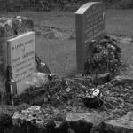 Mezarlıkta Ölülerle İçki İçen Adam